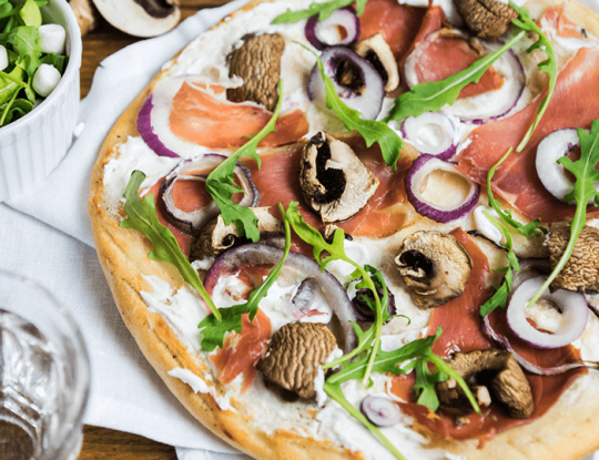 bloemkoolpizza met Bettine spread naturel, parmaham en paddenstoelen