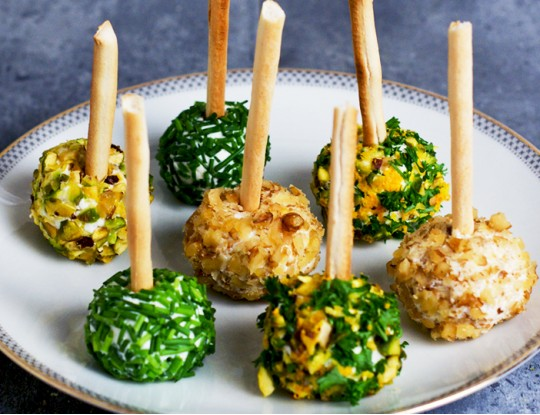 Goat's cheese lollipops with fresh herbs