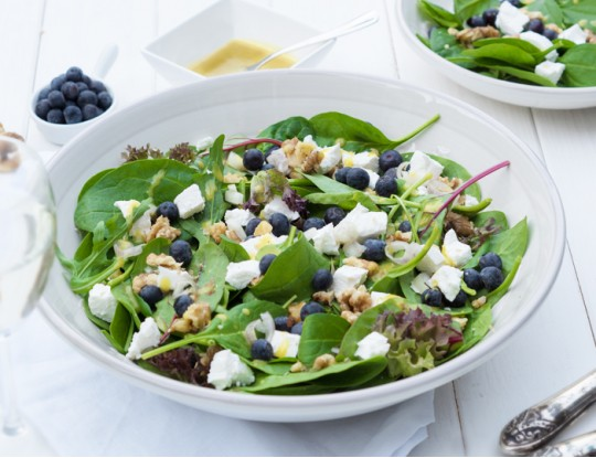 spinach salad with goat's cheese and walnuts
