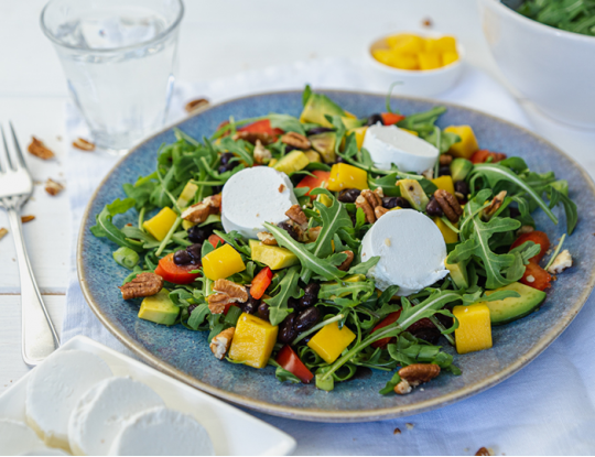 Bettine geitenkaassalade met mango & avocado