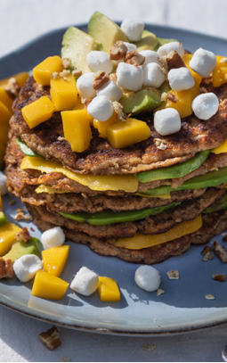 Oat pancakes with avocado, mango and Bettine goat's cheese Pearls